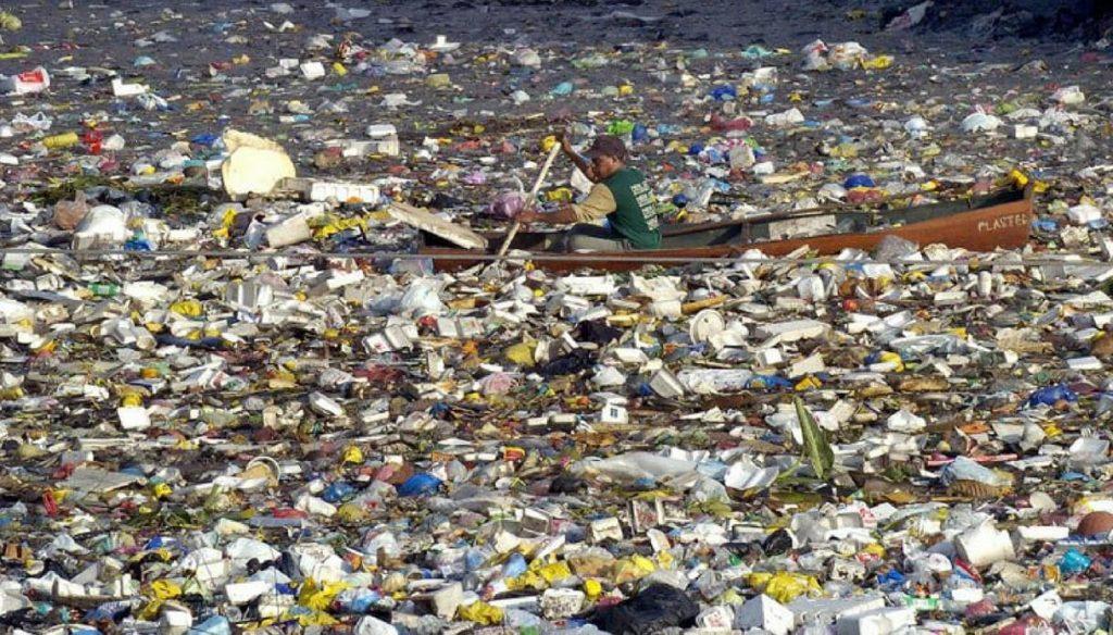 Solomon's Orion Bottle rifiuti nel Pacifico